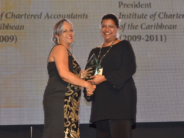 Betty Brathwaite Accepts ICAC Recognition Award
